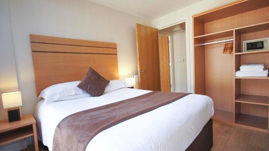 Crompton House Apartments: Double bedroom