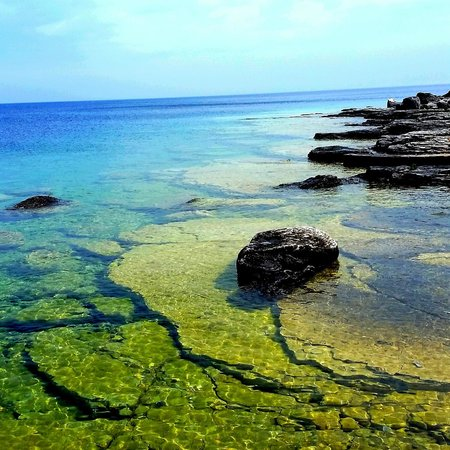 Bruce Peninsula National Park : Flowerpot Island - view from the light station.