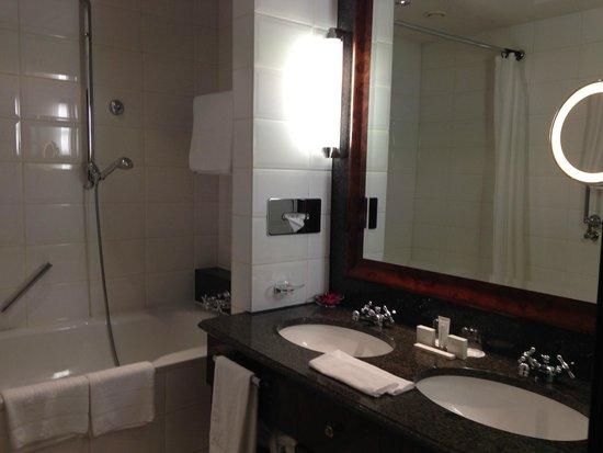 Hotel Taschenbergpalais Kempinski: Banheiro