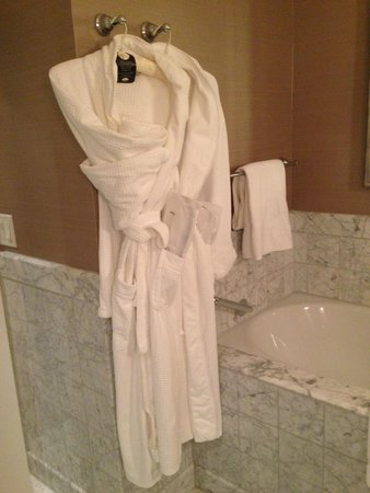 Mandarin Oriental, Washington DC: Plush robes and slippers