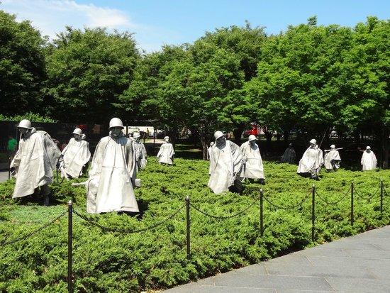 Explanada Nacional: Soldiers at Korean War Veterans Memorial.
