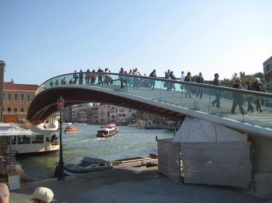 Gran Canal: The newest bridge over the Grand Canal