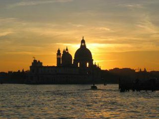 Gran Canal: Sunset, entrance of Grand Canal and Santa Maria della Salute