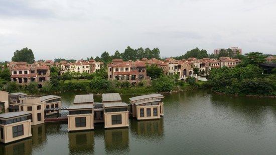 Sheraton Qingyuan Lion Lake Resort : Spa in the middle of lake