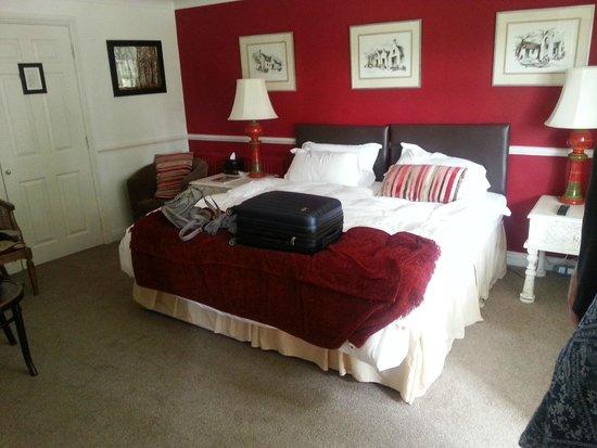 The New Inn: Larger room