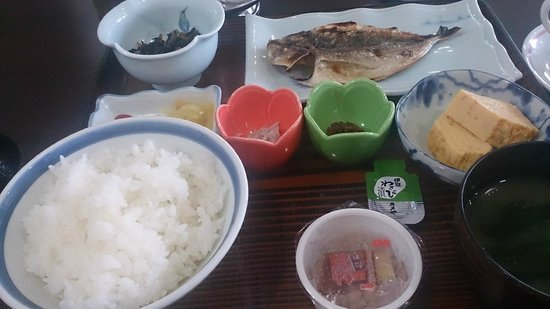 Hotel Shomeikan: 和朝食864円、焼き魚は3種類から選べます。