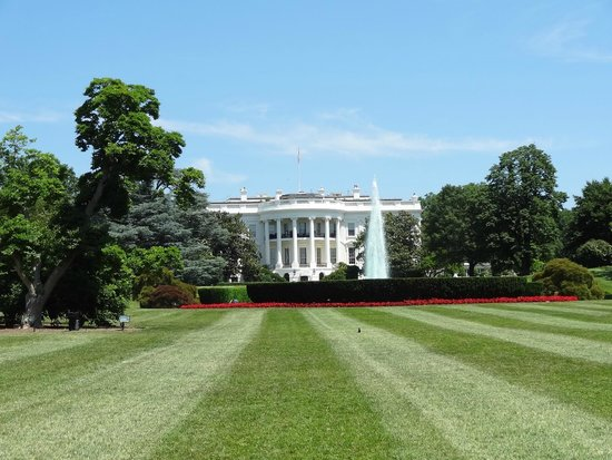 Explanada Nacional: The White House.