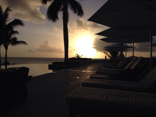 Four Seasons Resort and Residences Anguilla: Sunset bar!
