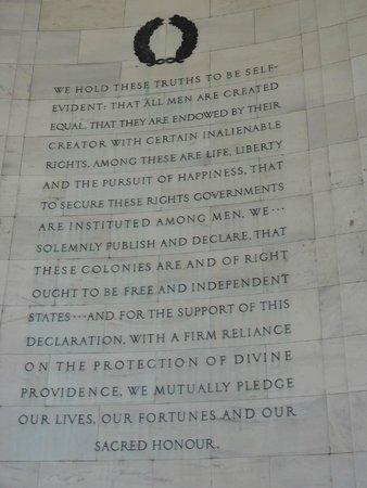Explanada Nacional: Inside Thomas Jefferson Memorial.