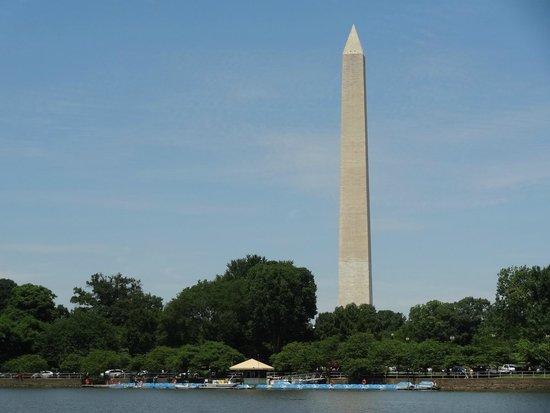 Explanada Nacional: View of Washington Monument from the Thomas Jefferson Memorial.