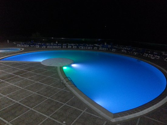 Hotel Best Negresco : Pool lit up at night time