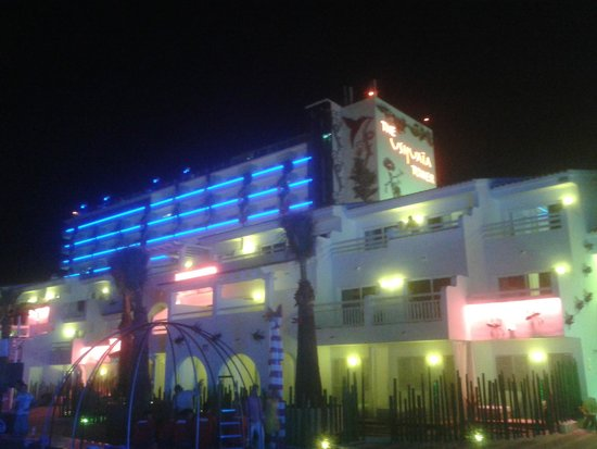 Ushuaia Ibiza Beach Hotel: by night