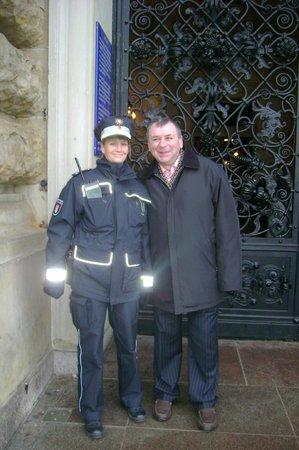 Rathaus: Хорошие отношения с охраной ратуши!