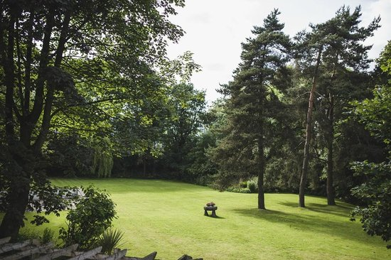 Clayton le Moors, UK: The Grounds