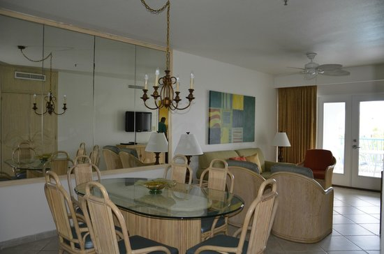 Costa Linda Beach Resort: Dining and Living Room
