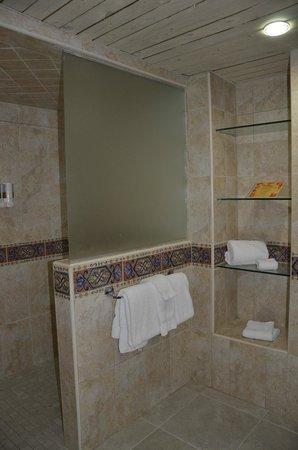 Costa Linda Beach Resort: Master Bathroom