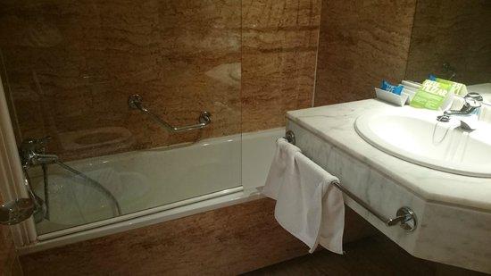 Tryp Madrid Centro Hotel : Baño 1