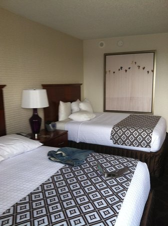 Crowne Plaza Atlanta Perimeter at Ravinia: Room on 11th floor