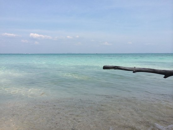 Poda Island: Powdery white sand & turquoise waters