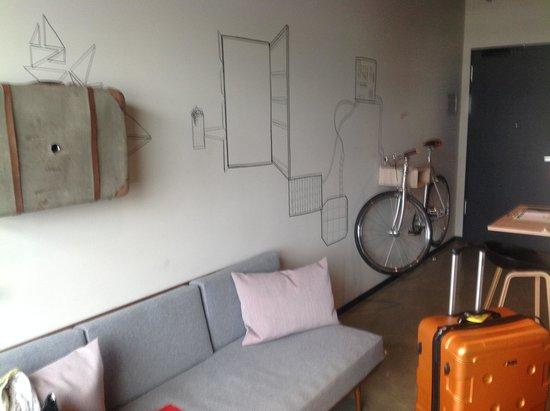 25hours Hotel Bikini Berlin: Room with a bike