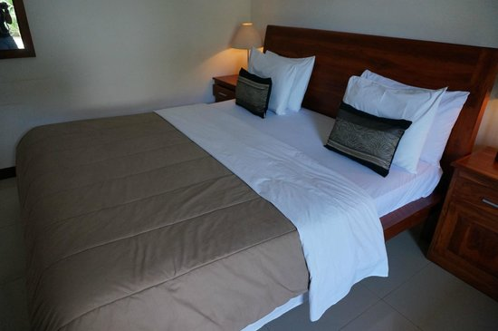 Family House Hotel & Cafe: main bed