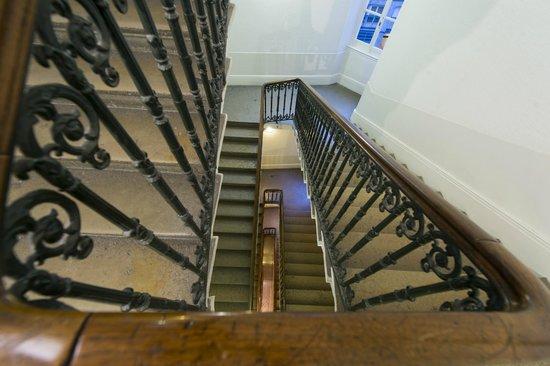 Hôtel La Résidence : Cage d'escalier