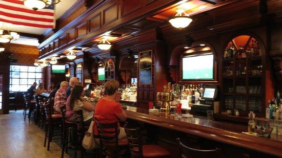Annie Moore's Bar & Restaurant: World Cup à Annie Moore's: Belgique-Russie (1-0) sur les sept télés