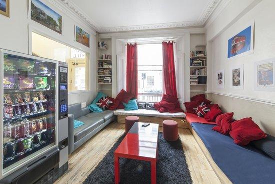 Astor Queensway Hostel : Lounge