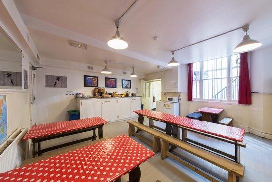 Astor Queensway Hostel : Dining Room