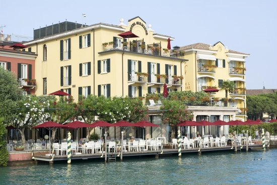 Hotel Sirmione: view from a boat
