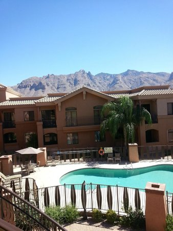 Embassy Suites by Hilton Tucson Paloma Village : View from hotel main balcony