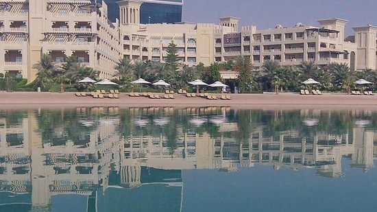 Grand Hyatt Doha Hotel & Villas : Grand Hyatt Doha's private sandy beach