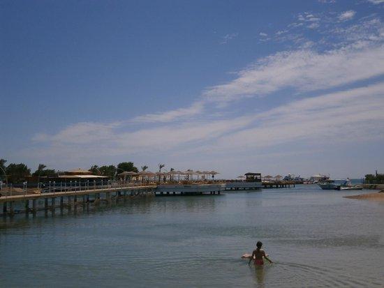 Sultan Beach Hotel: beach