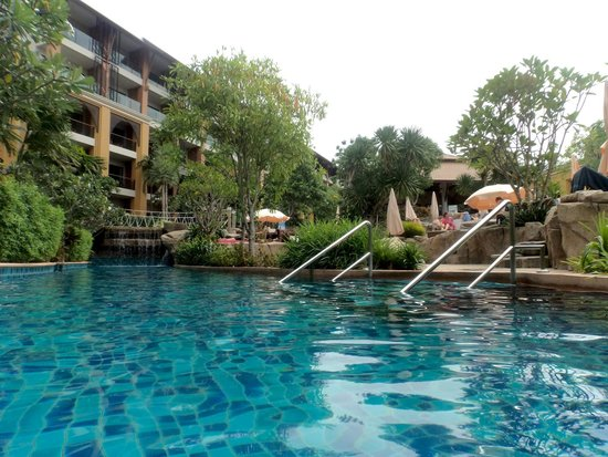 Rawai Palm Beach Resort : Pool