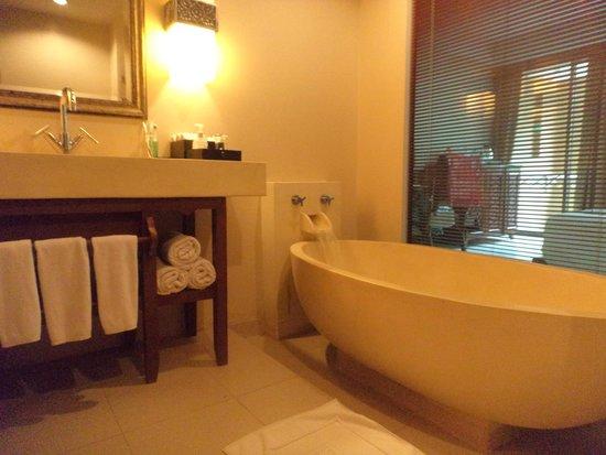 Rawai Palm Beach Resort: Bathroom room 2220
