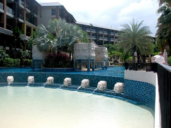 Rawai Palm Beach Resort: Sand pool