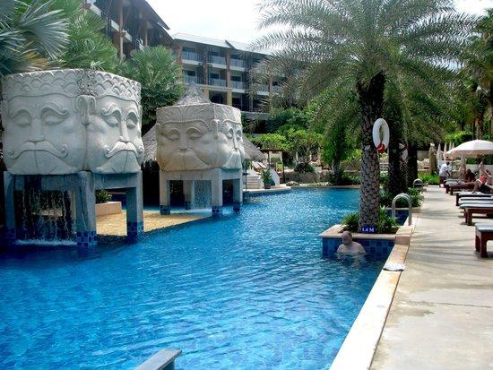 Rawai Palm Beach Resort: Hotel pool