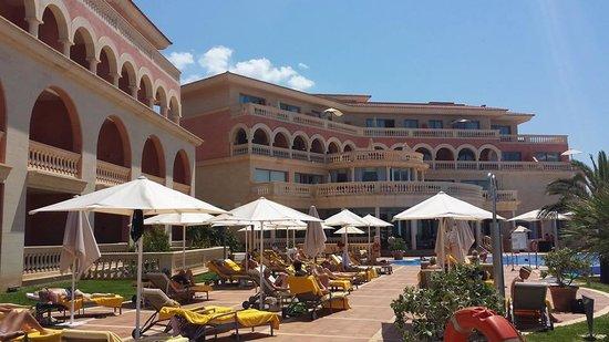 Hotel Pure Salt Port Adriano: Breakfats outside eating area