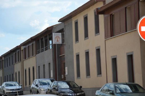 Adonis Carcassonne - Residence la Barbacane: Вид с дороги