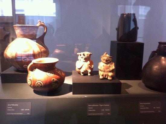 Museo Chileno de Arte Precolombino: Objetos de cerâmica