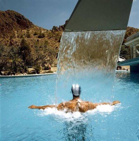 Zona piscina exterior picture of balneario de archena for Piscina archena
