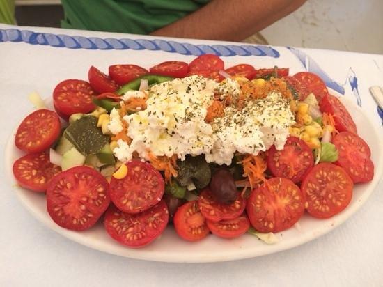 Thalami: santorini salad