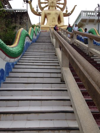 Big Buddha Temple (Wat Phra Yai): White steps are cooler