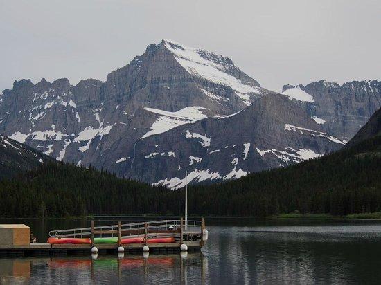 Many Glacier Lodge: lodge view