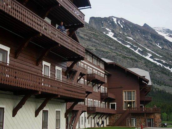 Many Glacier Lodge : lodge