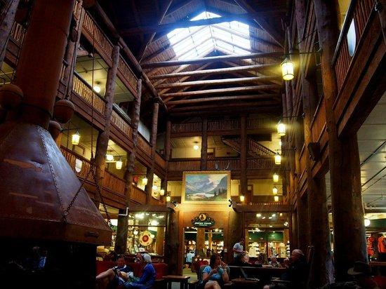 Many Glacier Lodge: lodge