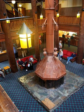 Many Glacier Lodge: interior lodge view