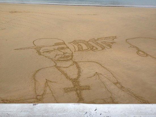 Playa de La Concha: Портрет на песке