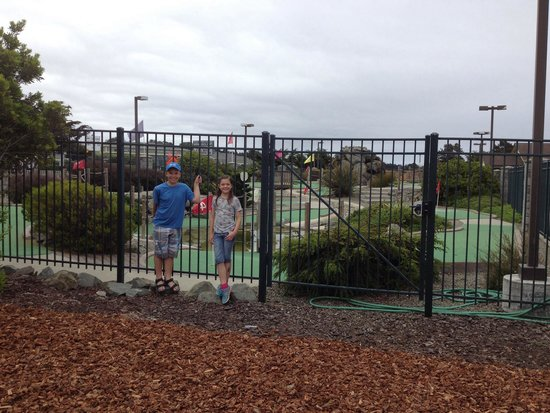 Emerald Dolphin Inn : They did enjoy the round of mini golf! It is a cute little set up.