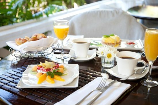 Cadet Hotel: Premium Breakfast and Service